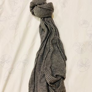 NEW GAP Gray Stripe Scarf